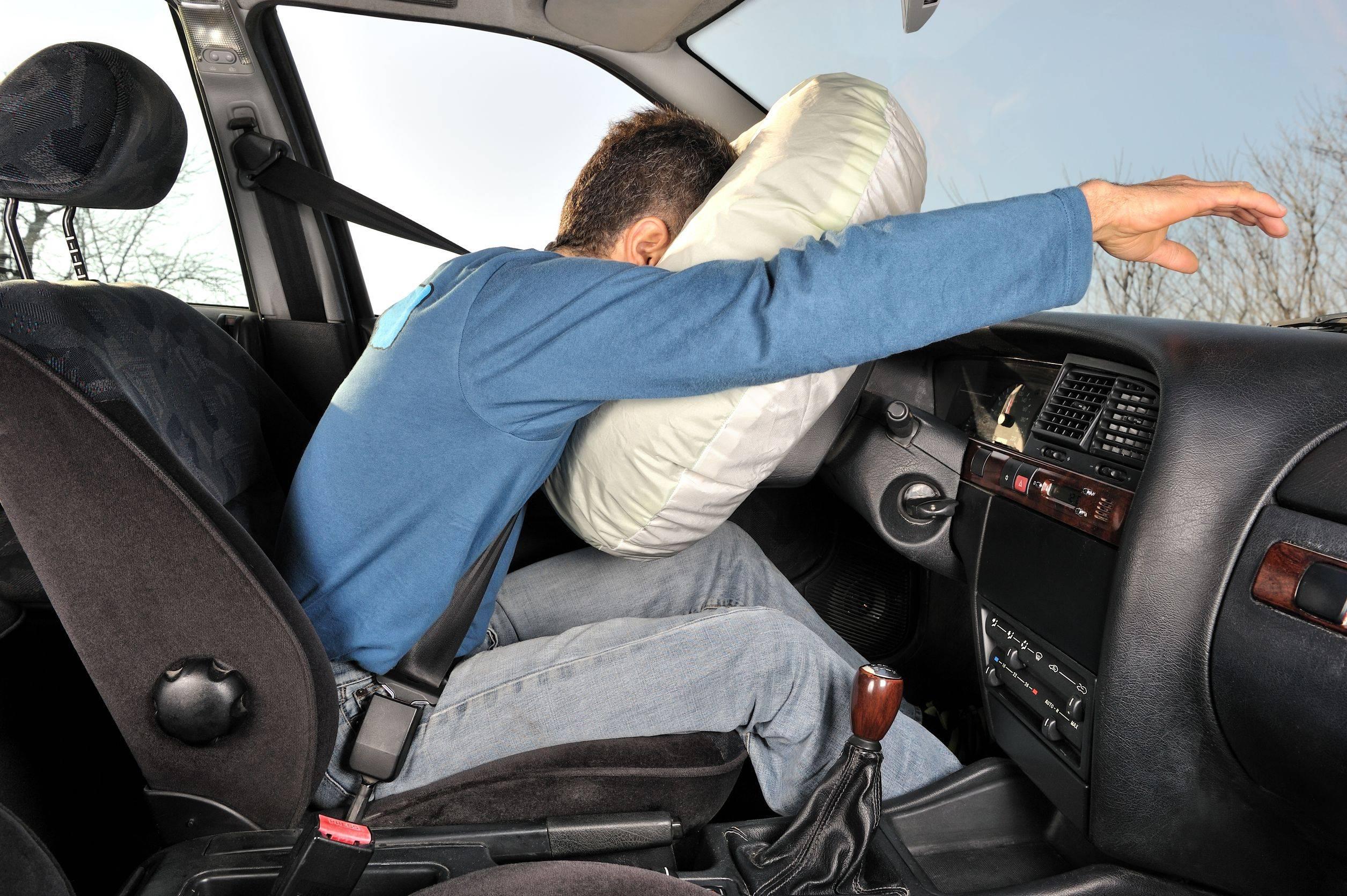 Quando é ativado, o airbag sai de seu compartimento a cerca de 300 km/h. Foto: Internet/ reprodução