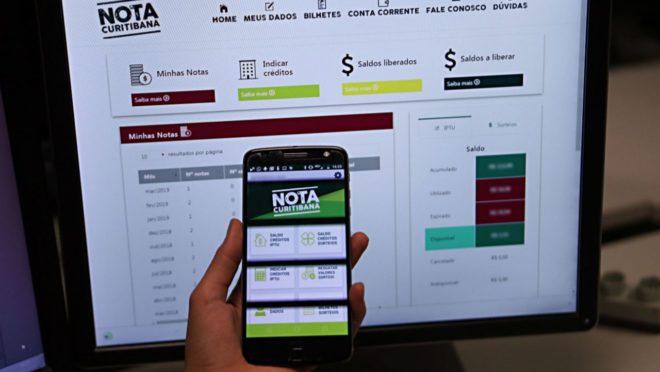 Programa Nota Curitibana no celular e no computador