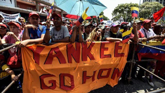 Apoiadores do ditador Nicolás Maduro participam de uma manifestação em Caracas, capital da Venezuela, em 23 de março. Foto: Juan Barreto / AFP