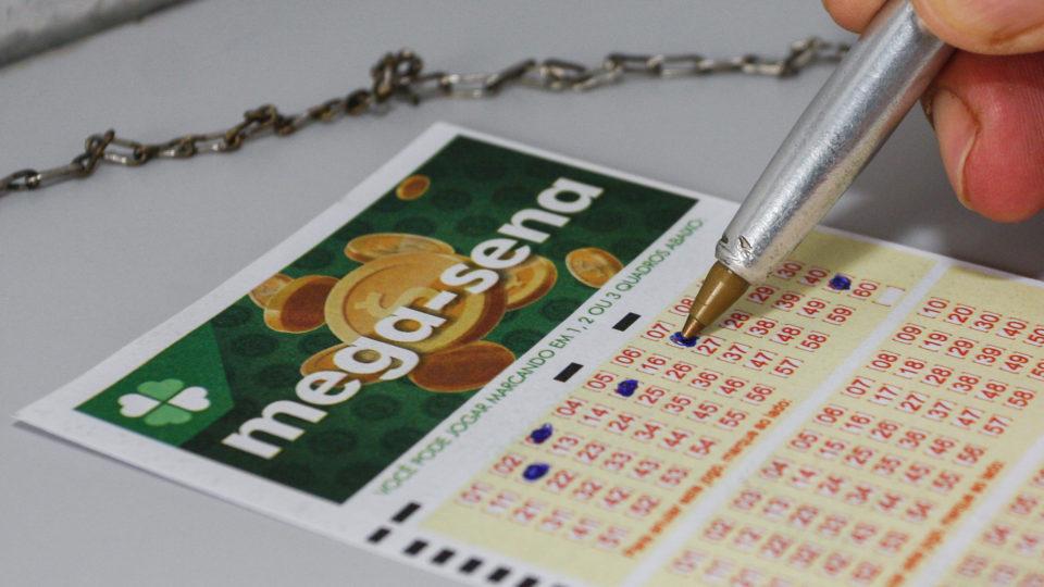 Mega-Sena acumula e prêmio sobe a R$ 6,5 milhões