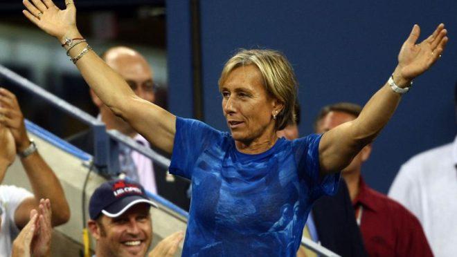 Martina Navratilova gesticula antes da final feminina entre Serena Williams e Jelena Jankovic durante o US Open de 2008. (Imagem: AFP)