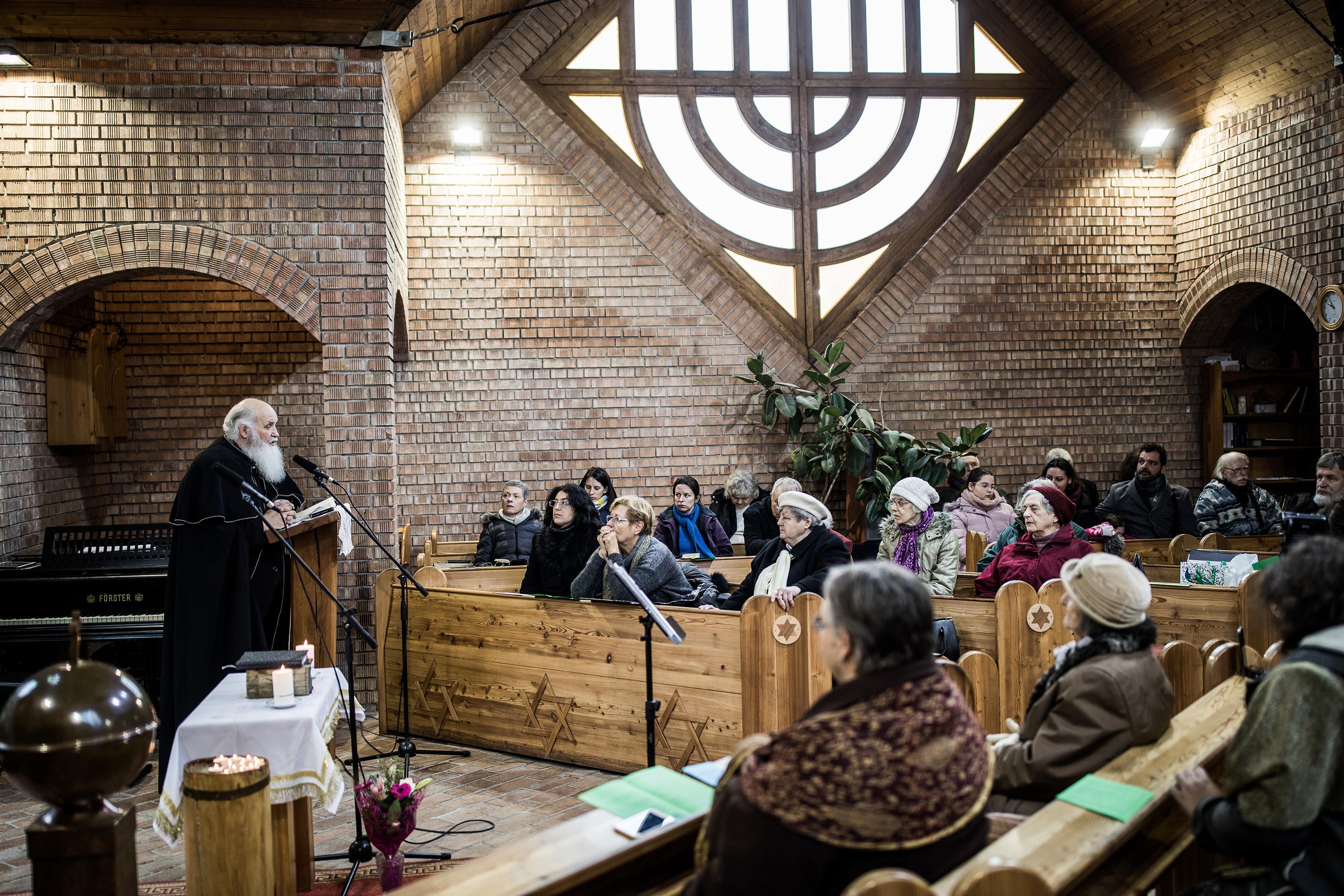 A igreja de Ivanyi tem cerca de 18 mil seguidores declarados, e seu trabalho e fé são amplamente elogiados por outros líderes religiosos. Foto: Akos Stiller / The New York Times