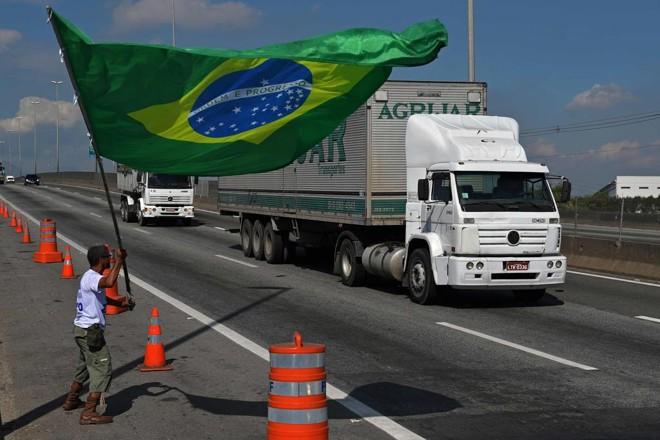 Governo quer evitar paralisações e bloqueios nas estradas, como os que aconteceram em 2018. | CARL DE SOUZA/AFP