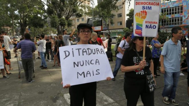 manifestacao ditadura nunca mais em curitiba