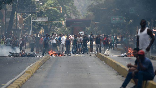 Protesto contra falta de energia elétrica em Libertador. Federico Parra/AFP