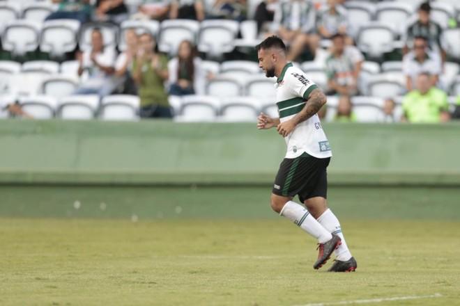 Meia Giovanni foi o principal destaque do Coritiba na vitória sobre o FC Cascavel, a primeira no Couto em 2019 | André Rodrigues/Gazeta doPovo