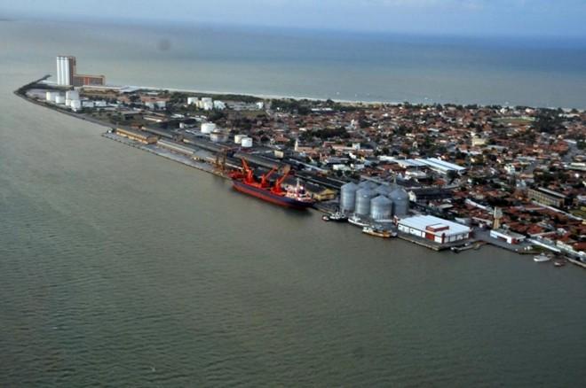 Na foto, o porto de Cabedelo, na Paraíba. Três terminais de combustíveis acabam de ser leiloados no local.   Divulgação/Porto de Cabedelo/