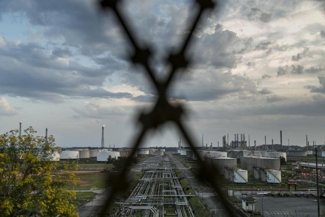 Repar, refinaria em Araucária, poderá ser privatizada ainda em 2019.   Marcelo Andrade/Gazeta do Povo