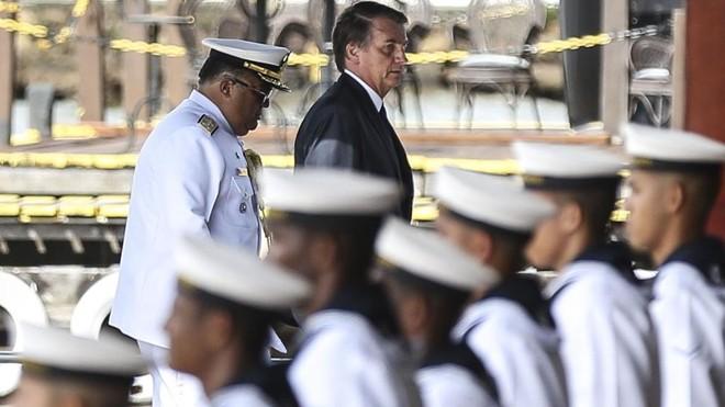 Jair Bolsonaro, em evento com marinheiros. | José Cruz/Agência Brasil