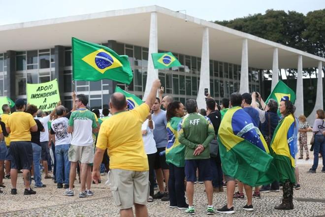 Apoiadores da Lava Jato protestam contra decisão do STF. | Antônio Cruz/Agência Brasil