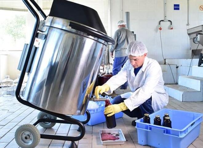 Suquidificador pode processar 70 kg de frutas de uma vez | Viviane Zanella/Embrapa