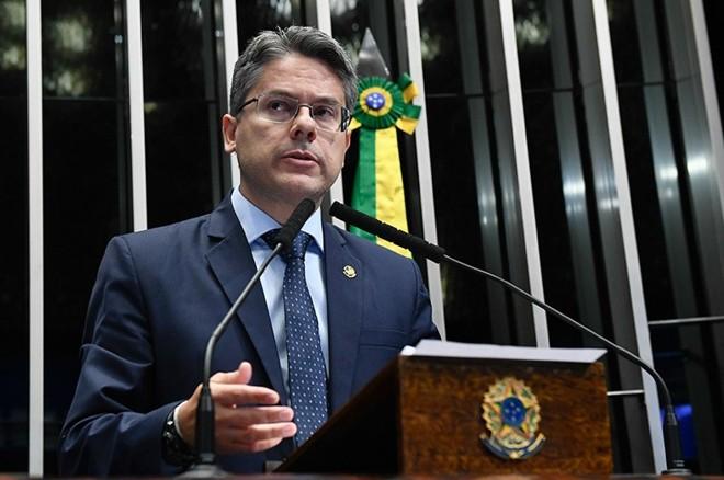 O senador Alessandro Vieira (PPS-SE) conseguiu reunir as 27 assinaturas necessárias para protocolar um novo pedido de criação da comissão.   Roque Sá/ Agência Senado