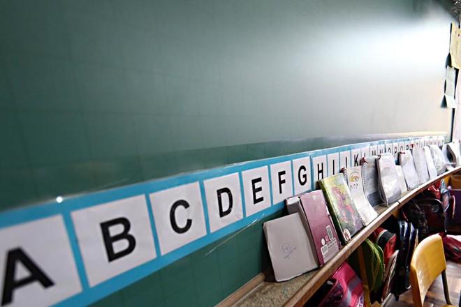 Alfabetização de adultos é feita com a ajuda de jovens do Ensino Médio. | Albari Rosa/Gazeta do Povo