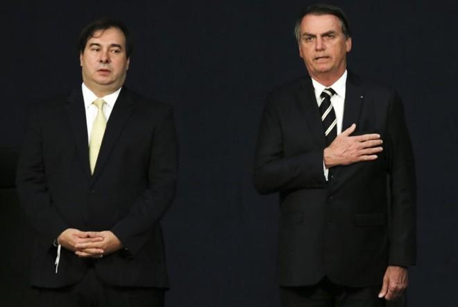 Rodrigo Maia e Bolsonaro: escalada de atritos ameaça a votação de projetos importantes para o governo. | Wilson Dias / Agência Brasil
