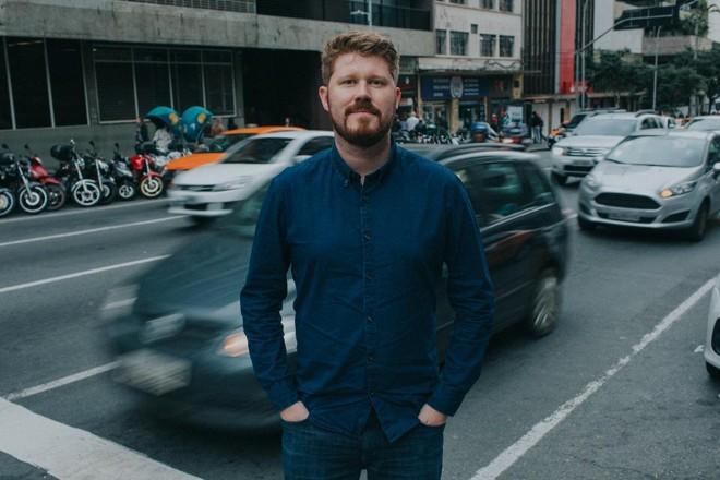 André Boaventura, sócio e diretor de marketing do Ebanx, no centro de Curitiba, o coração da empresa que nasceu global em 2012. | Franzen Divulgação