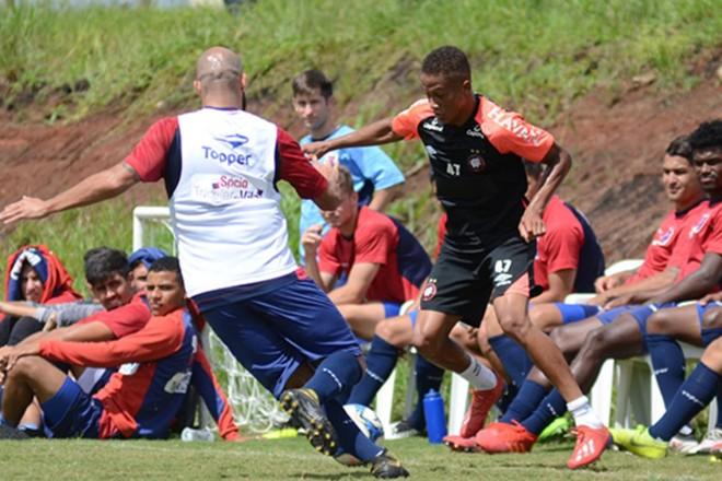 As equipes tiveram várias alterações durante o teste no Ninho da Gralha. | Maurício Mano/ Divulgação Athletico