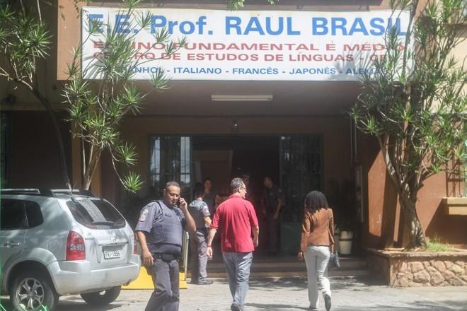 Dois atiradores encapuzados invadiram nesta quarta-feira (13) uma escola de Suzano, na Grande de São Paulo, e dispararam contra crianças e funcionários | WERTHER SANTANA/ESTADÃO CONTEÚDO