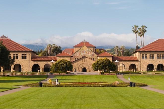 Stanford (foto) ficou com a melhor pontuação entre as melhores escolas de negócio segundo recrutadores ouvidos pela Bloomberg. | Divulgação