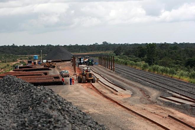 Obras da ferrovia Norte-Sul no Tocantins em imagem de 2008. | Albari Rosa/Gazeta do Povo