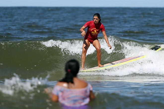 Campeã brasileira de longboard em  2013, Barbara Sieno foi uma das alunas do curso | Albari Rosa/Gazeta do Povo