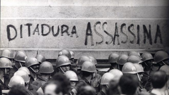 Manifestação no Rio de Janeiro, em 1968. (Foto: Arquivo Nacional, Correio da Manhã)