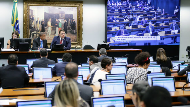 Reunião de deputados na Comissão de Constituição e Justiça (CCJ) da Câmara, onde é discutida a reforma da Previdência