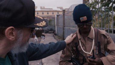 """Cena da série documental """"Larry Charles e o Perigoso Mundo da Comédia"""", da Netflix (Foto: Divulgação)"""