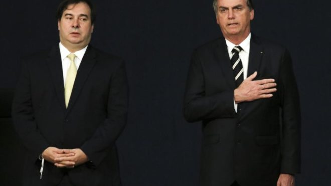 Rodrigo Maia ao lado do presidente Bolsonaro