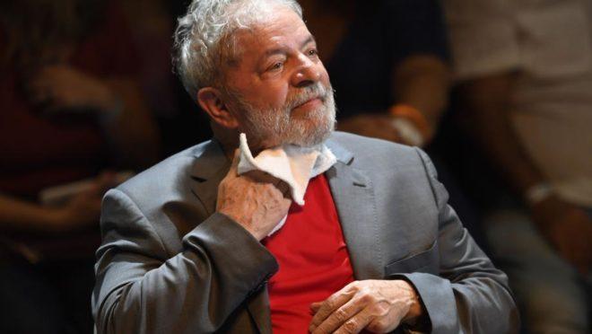 O ex-presidente Luiz Inácio Lula da Silva aguarda julgamento de recurso no caso tríplex no STJ. Foto: Mauro Pimentel/AFP