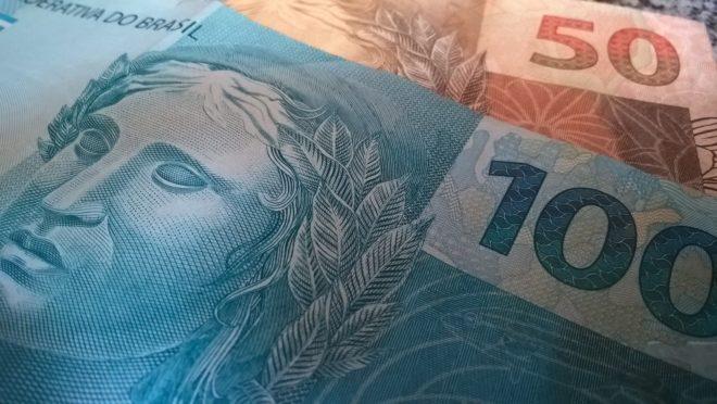 Cédulas de 100 e 50 reais. Foto: Pixabay