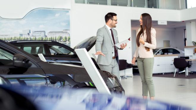 O atendimento e a negociação são alguns dos fatores que pesam na satisfação do cliente. Foto: Bigstock