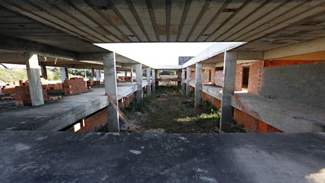 Quadro Negro - escola inacabada