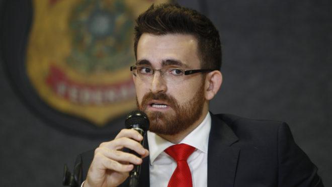 O delegado da PF Filipe Hille Pace, durante coletiva para imprensa da Lava Jato.