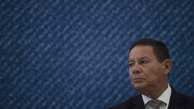 O vice-presidente brasileiro Hamilton Mourão descartou apoio do Brasil a uma intervenção militar na Venezuela | Foto: Mauro PIMENTEL/AFP