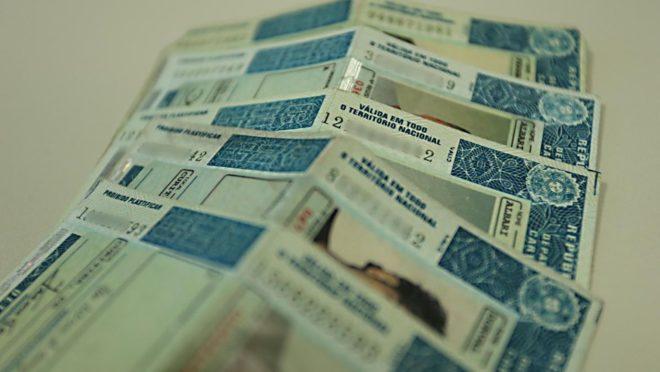 Projeto prevê mudanças para a suspensão da carteira por acúmulo de infrações no trânsito. Foto: Albari Rosa/ Gazeta do Povo