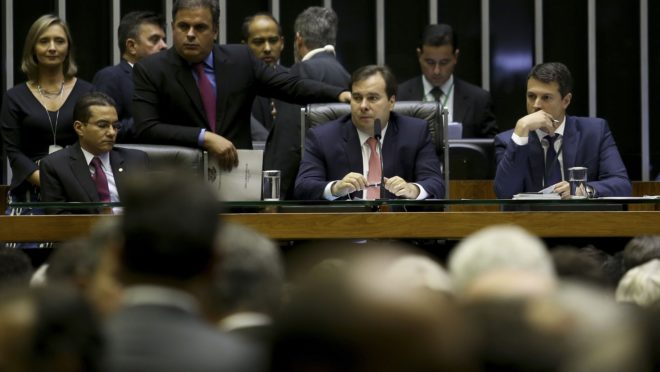 Vista do plenário da Câmara dos Deputados. com Rodrigo Maia na mesa diretora. Foto: Wilson Dias/Agência Brasil.