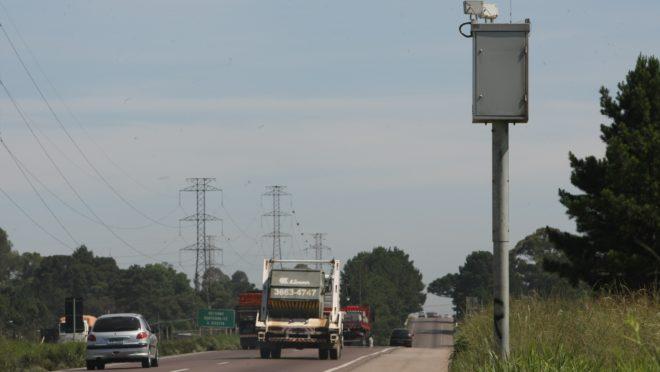 Radar na BR-376, no Paraná.