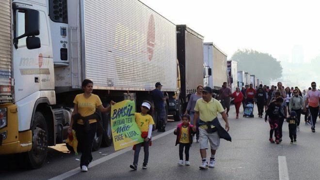 Greve dos caminhoneiros em 2018, na Via Anchieta próximo da entrada para o Rodoanel. São Bernardo do Campo.