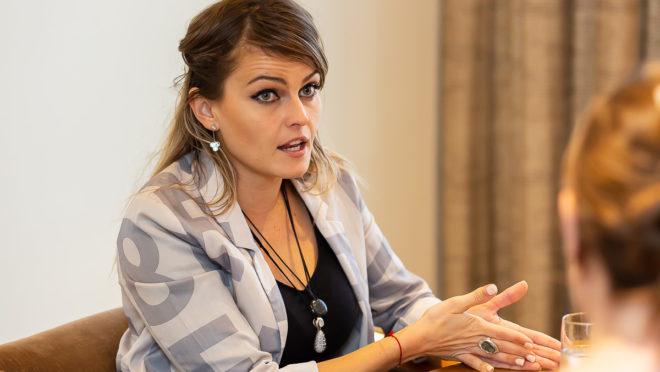 A cientista política Gloria Alvarez, pré-candidata à presidência da Guatemala, em Curitiba, 12 de abril. Foto: Gian Galani / ACP