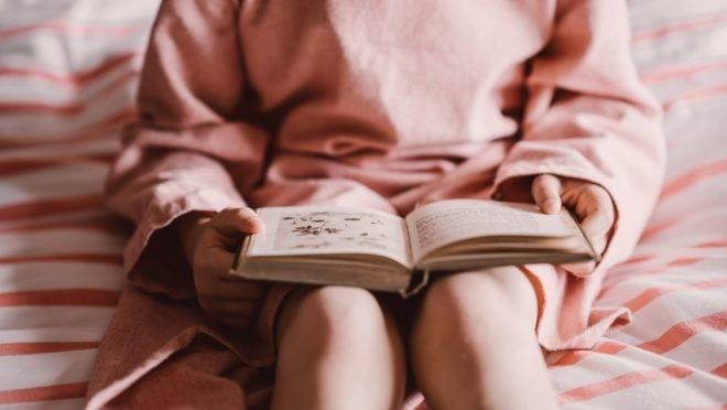 Por meio de fábulas, contos, lendas, poesias e até textos bíblicos, o livro incentiva o cultivo das virtudes e dos bons hábitos.