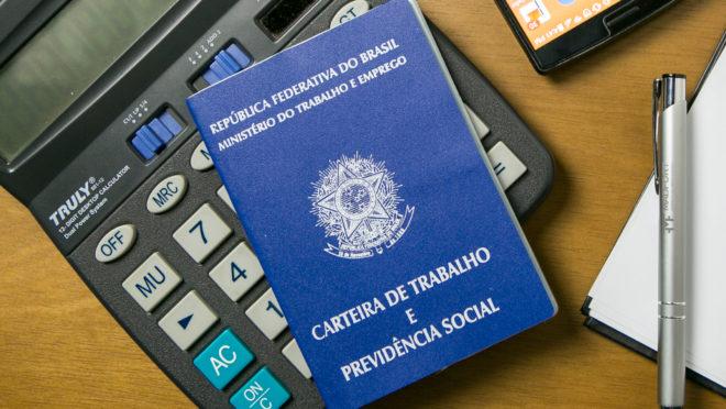 Calculadora da aposentadoria simula qual é a contribuição à Previdência (INSS e servidor público) antes e depois da reforma da Previdência do governo de Jair Bolsonaro
