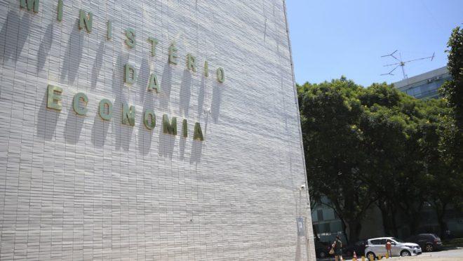 Governo Bolsonaro vai privatizar estatais. E os funcionários dessas empresas?