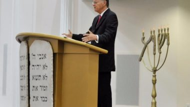 Edir Macedo fala em templo da Universal