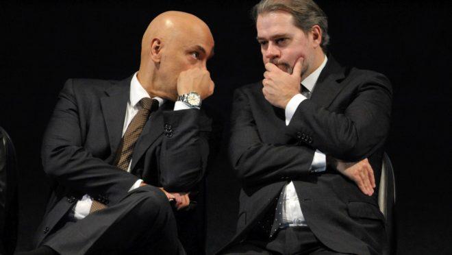 O ministro do STF Alexandre Moraes conversa com o presidente do Supremo, Dias Toffoli.