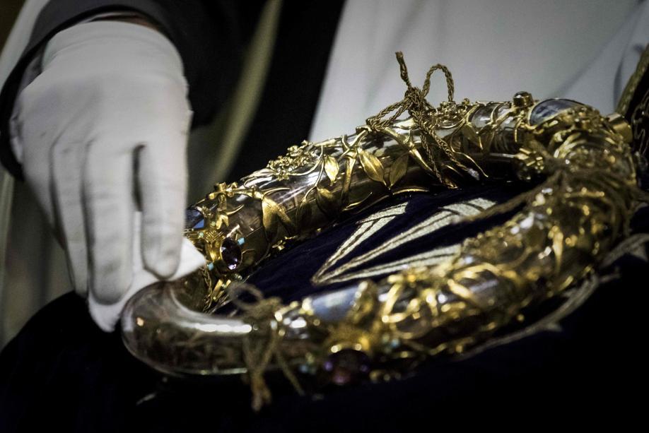 Foto de abril de 2017 mostra a Coroa de Espinhos, uma relíquia da Paixão de Cristo na Catedral de Notre Dame, em Paris. Foto: Philippe Lopez / AFP