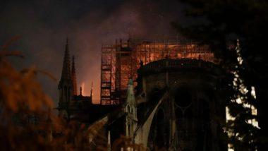 Chamas consomem o teto da Catedral de Notre Dame, em Paris, em 15 de abril. Foto: Geoffroy VAN DER HASSELT / AFP
