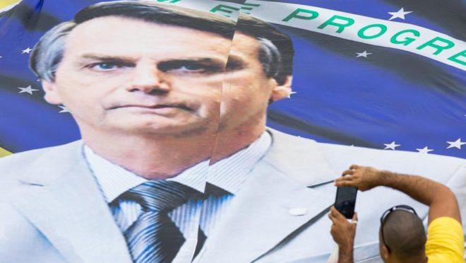 Bandeira com a imagem do presidente Jair Bolsonaro. Foto: Patricia Monteiro/Bloomberg