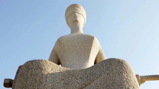 Estátua da Justiça na frente do STF