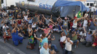 Caminhoneiros protestam na Rodovia Presidente Dutra, em Seropédica, Rio de Janeiro. (Imagem: Arquivo Gazeta do Povo)