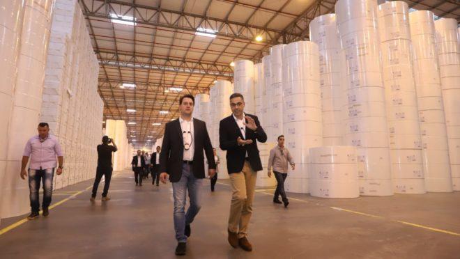 Governador Carlos Massa Ratinho Júnior visita a fábrica da Klabin em Ortigueira. Foto: Rodrigo Félix Leal/ANPr
